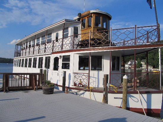 Twin Doors Bed & Breakfast: Kearsarge dinner cruise on Lake Sunapee