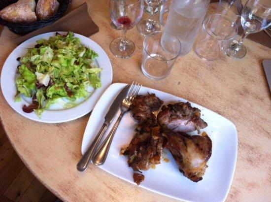 Le Samson : Dimanche de brocante : agneau rôti à la broche (salade verte pour madame...)