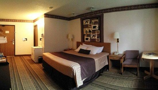 Glacier Travel Inn: 20160624_172607_large.jpg