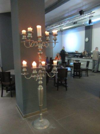 Tourotel Mariahilf : Bild vom Frühstücksaal mit dem Buffet im Hintergrund