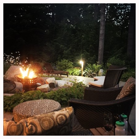 Chestertown, NY: wonderful fire pit, relax with glass of wine