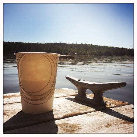 Chestertown, Nova York: morning coffee at the dock