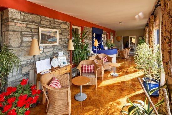 Sheedy's Country House Hotel: Lobby Looking Towards Dining Room Entrance