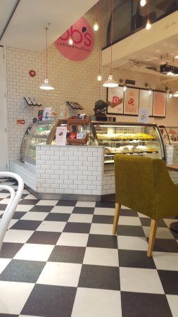 BB's Coffee & Muffins Cardiff: counter