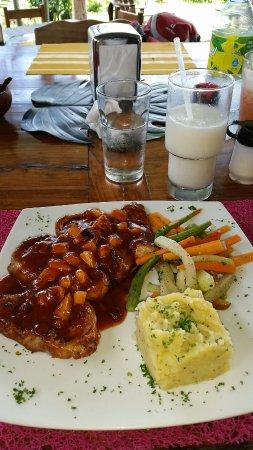 Nuevo Arenal, Costa Rica: Restaurante sobre el Lago Tinajas Arenal