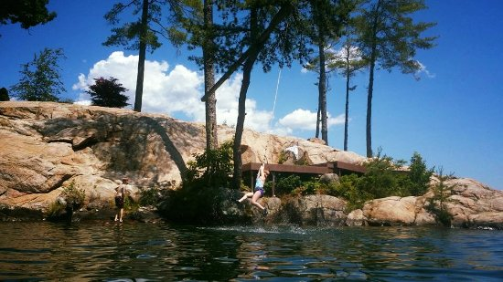 Depe Dene Resort: My daughter wildly enjoying the rope swing on Coopers Point
