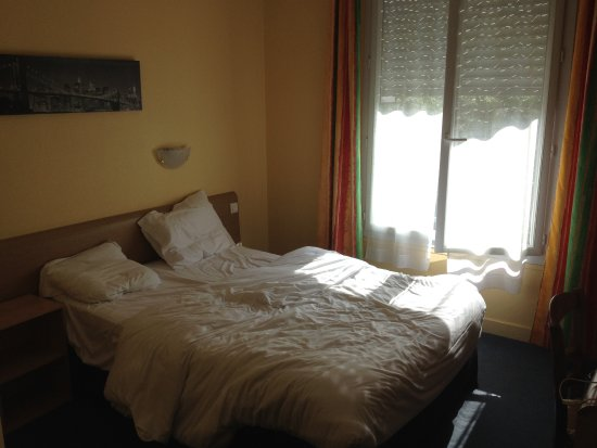 Hotel Le Bretagne: Vue de la chambre