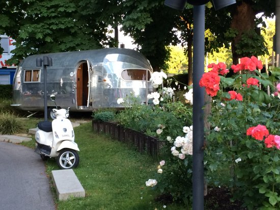Daniel Vienna: Trailer and Vespa = Feels like dolce vita