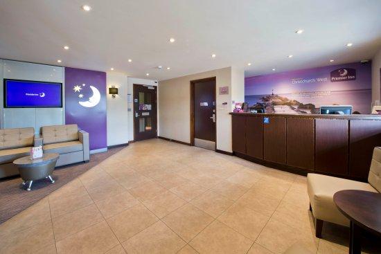 Premier Inn Christchurch West Hotel: Reception