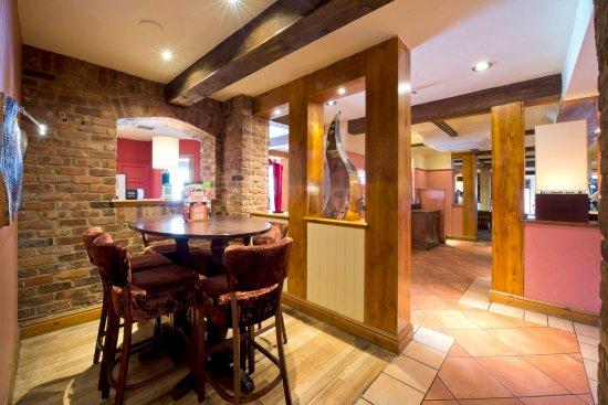 Premier Inn Christchurch West Hotel: Table Table 3
