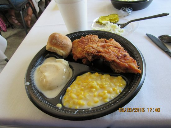 Abilene, KS: The wonderful chicken dinner from Brookville Hotel
