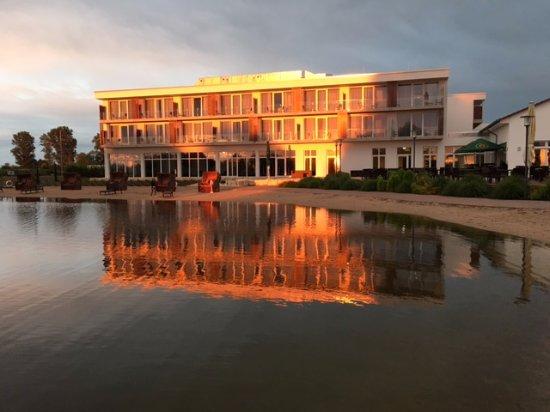 Gernsheim, Alemania: The hotel at sunset