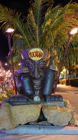 Yucatan Beach Stand Bar: ---Yucatan halt ---