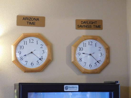 Moenkopi Legacy Inn & Suites: one shot at the reception desk showing the 2 time zones for making sure that I am telling the tr