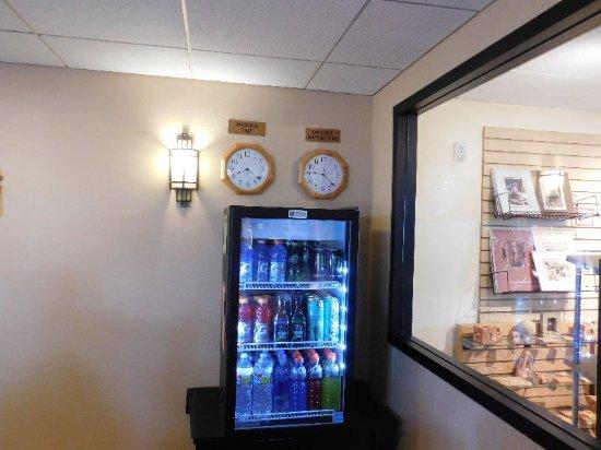 Moenkopi Legacy Inn & Suites: the vending machine below the clocks