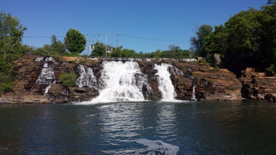 Ticonderoga, NY: Cool waterfall!