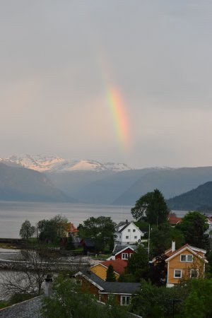Balestrand Hotel: Rainbow. Picture taken from balcony