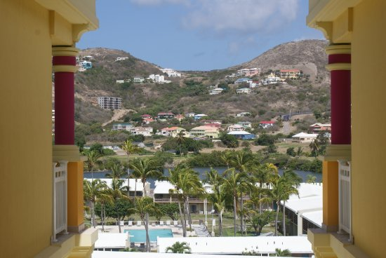 St. Kitts Marriott Resort & The Royal Beach Casino: Mountain view from the 4th floor landing