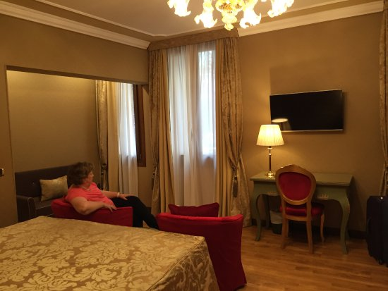 Hotel Al Ponte Mocenigo: One of the new rooms in the main building.