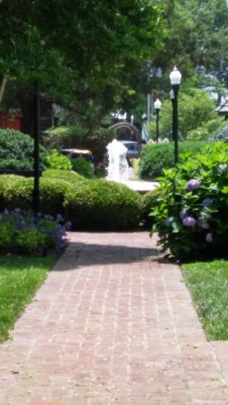 Zwaanendael Museum : Zwaanendael Park fountain