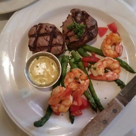 Martin's Restaurant: Filet and Shrimp