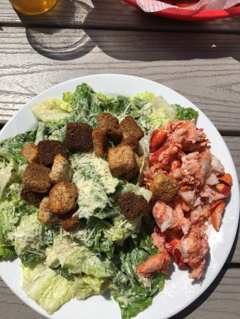 Poor People's Pub: Cesar salad with lobster