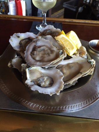 Port Edward Restaurant: My first dozen oysters they were great and all you can eat
