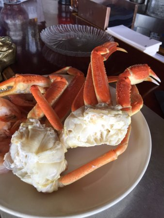 Port Edward Restaurant: All you eat crab legs