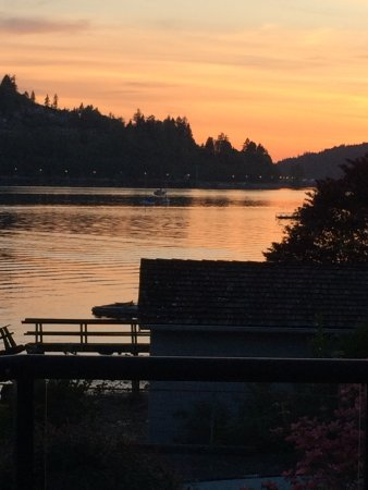 Port Moody, แคนาดา: Pretty evenings on the water
