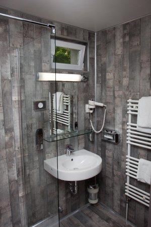 badezimmer picture of hotel aquarius braunschweig. Black Bedroom Furniture Sets. Home Design Ideas