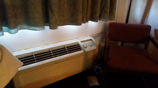 Botkins, OH: Working AC, when I lifted the lid on the controls it fell on the ground!
