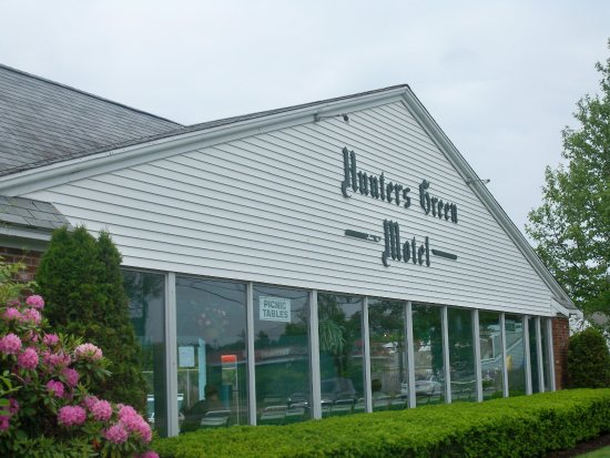 Hunters Green Motel: Main entrance, office and Pool arae