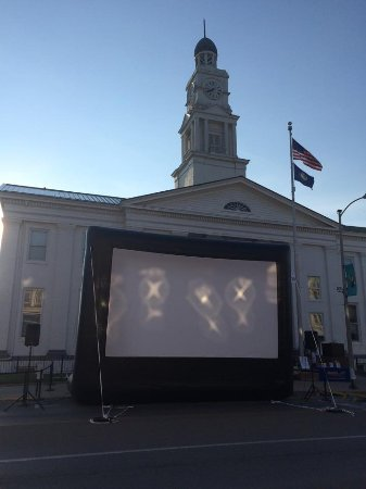 Winchester, KY: Movie night for the family. There was dancing, music and a family friendly feature film.