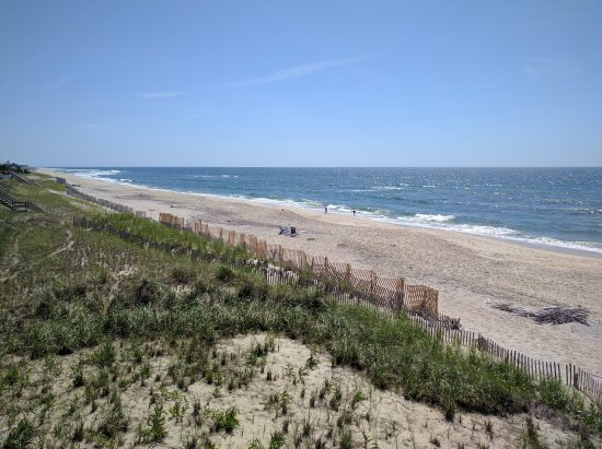 The Quogue Club provides guests with access to the private Quogue Village Beach.