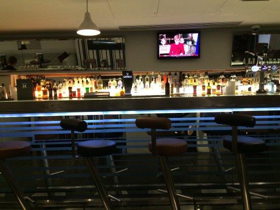 Arora Hotel Manchester: Hotel cocktail bar (24 bar & grill)