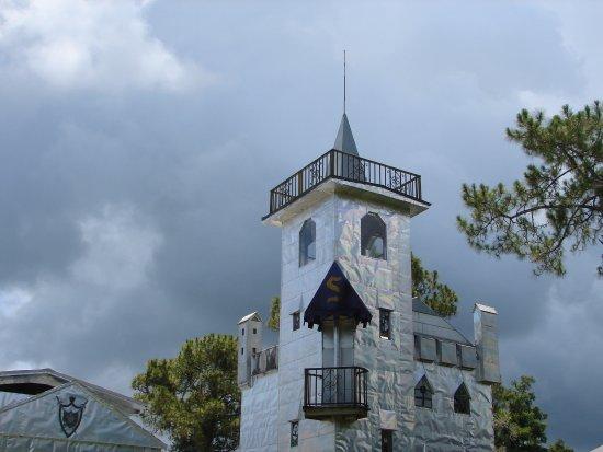 Ona, Flórida: AGAINST A CLOUDY SKY...