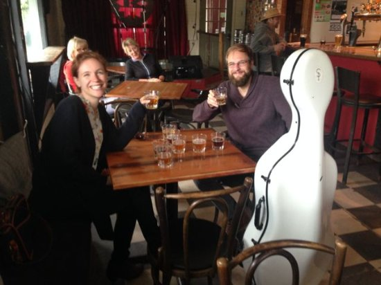 Wakefield, Canadá: Cellist Steuart Pincombe with singer/manager/partner Michelle Pincome