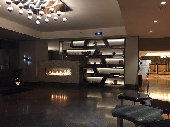 Renaissance Denver Stapleton Hotel: Entry
