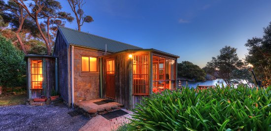 Stanley Lakeside Spa Cabins