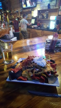 Bucketheads Sports Bar and Grill: Nachos are Huge!!!!