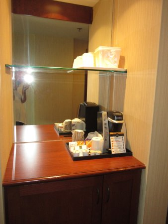 Quality Inn & Suites Levis: coffee and tea station in the room
