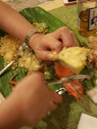 The Singing Cooks & Waiters: Garlic Crab!