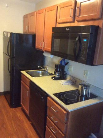 Candlewood Suites Indianapolis Northwest : Kitchen area