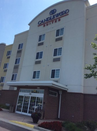 Candlewood Suites Indianapolis Northwest : Front of Hotel