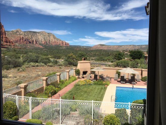 Canyon Villa Bed and Breakfast Inn of Sedona: Ocotillo room view of pool area