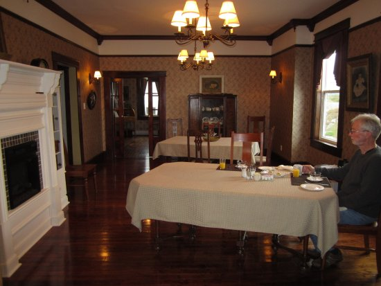 Captain Blackmore's Heritage Manor: A beautiful dining room