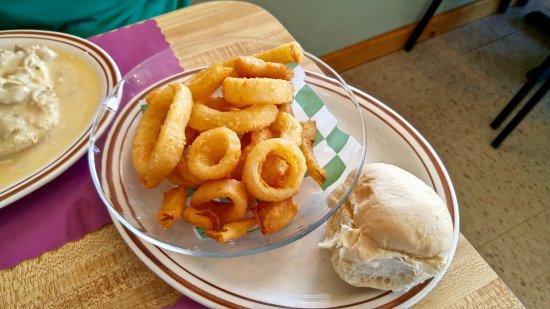 Randolph, NY: Side order of tasty onion rings.
