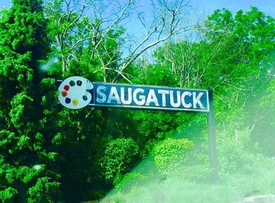The Dunes Resort: entering Saugatuck