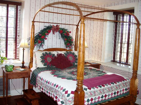 Reinholds, PA: Antique Rope Bed - Queen Anne Room
