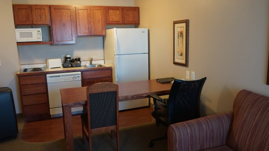 GrandStay Residential Suites Hotel Rapid City : Room 316 kitchen area